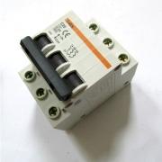 Ключ с предпазител CN45 3POLE 20A